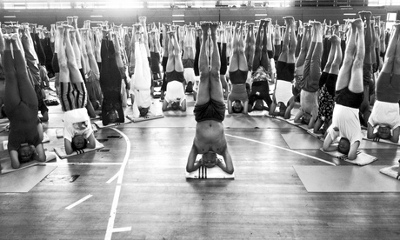 iyengar-in-sirsasana-with-class